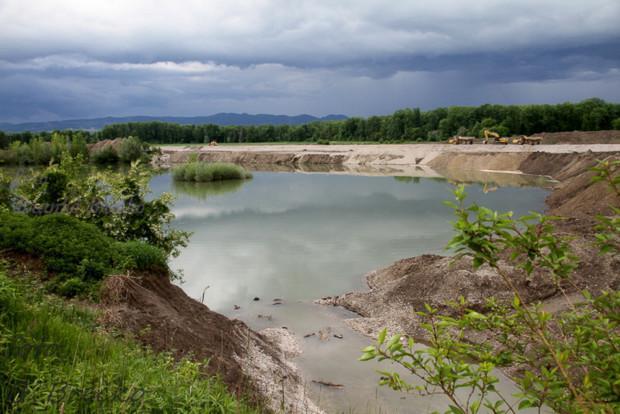 Pogled na izgradnjo akumulacijskega jezerea HE Brežice